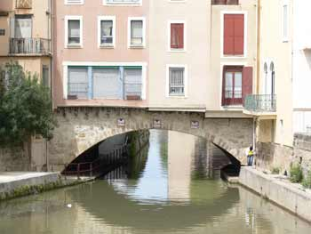 low arch on narbonne bridge